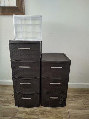 Sterelite storage drawers organizers 1 -4 drawer 1-3 drawers 1- white 3 clear drawers for Sale in Glendale, AZ