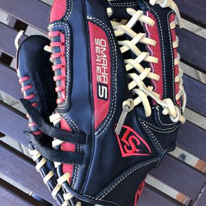 New Louisville's Slugger Omaha Series 5 Lefty Baseball Glove Equipment Bats Gear for Sale in Culver City, CA