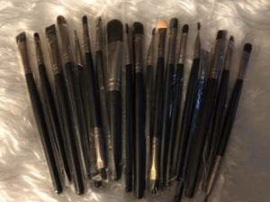 20 Professional Wool Makeup Brushes w/ Wood Handles for Sale in MENTOR ON THE, OH