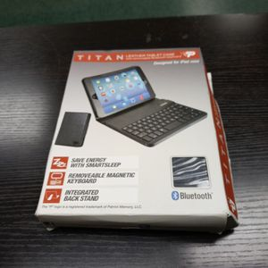 Titan Leather Tablet Case With Keyboard Blutooth for Sale in Portland, OR
