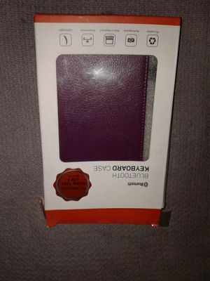 "7"" tablet cover with blue tooth keyboard for Sale in West Palm Beach, FL"