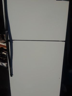 Used Refrigerator excellent condition for Sale in Everett, MA