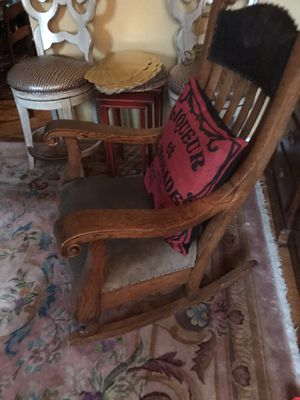 QUARTER SEWN OAK LARGE ROCKING CHAIR GREAT FOR NURSERY plus many antique furniture for Sale in Gibsonia, PA