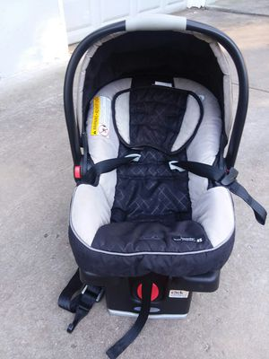 Baby car seat and base for Sale in Kansas City, MO