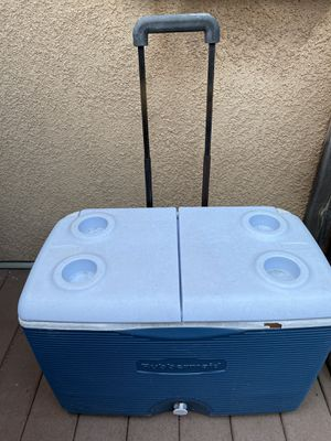 Rubbermaid rolling cooler for Sale in Temecula, CA