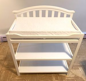Changing table with changing pad for Sale in Little Ferry, NJ