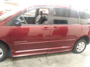 2005 Toyota Sienna Handicap Minivan for Sale in Middletown, OH