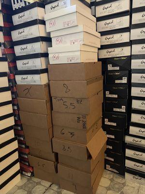 100 pares de zapatos para reventa$400 for Sale in Bassett, CA