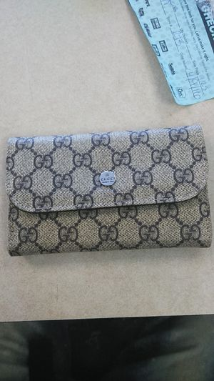 Gucci wallet for Sale in Groveport, OH