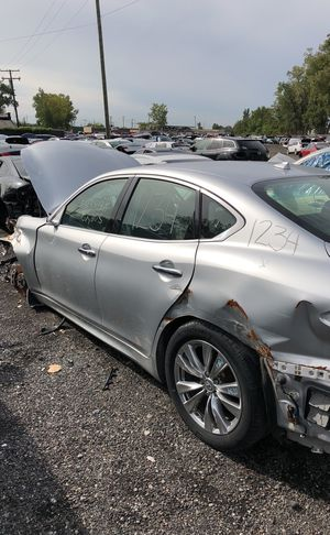 Selling parts for a silver Infiniti M37X for Sale in Warren, MI