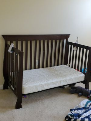 Crib/Toddler bed/full bed convertible with mattress for Sale in Gainesville, VA
