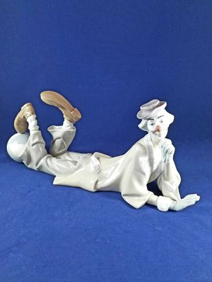 GORGEOUS LLADRO CLOWN LAYING DOWN FIGURINES 14 INCHES LONG for Sale in Los Angeles, CA