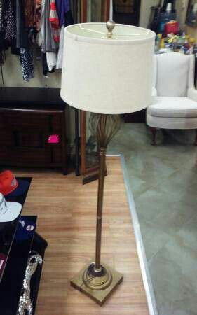 Stand up floor lamp for Sale in Fort Lauderdale, FL