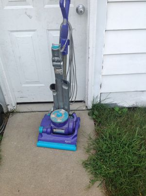 Dyson vacuum for repair or parts it works but some parts missing for Sale in Dearborn, MI