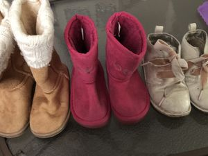 Toddler girl 3 pair boots sz 9 for Sale in Murfreesboro, TN