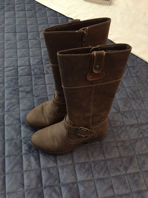 GIRLS boc BRAND YOUTH SZ 2 ZIP UP BOOTS. WORN 2-3 TIMES for Sale in Montesano, WA