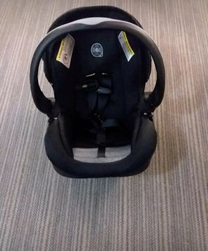 Evenflo Infant Car Seat And Base for Sale in Front Royal, VA
