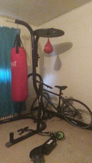 Boxing bag and stand for Sale in Richmond, VA