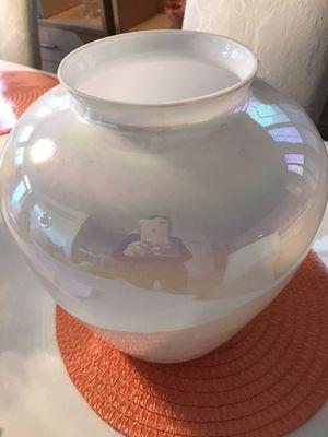 White pearl Vase for Sale in Las Vegas, NV