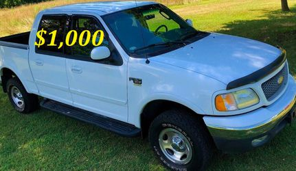 🟢💲1,OOO I'm selling URGENT this Beautiful💚2OO2 Ford F15O nice Family truck XLT Everything is working great! Runs great and fun to drive💪🟢 for Sale in Aurora,  IL
