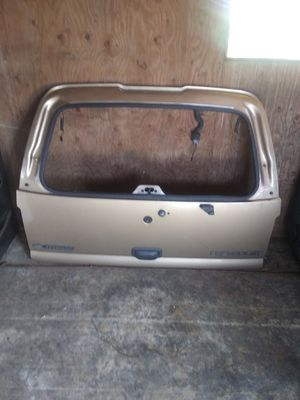 01 /05 Chevy Tahoe tailgate for Sale in Marysville, WA