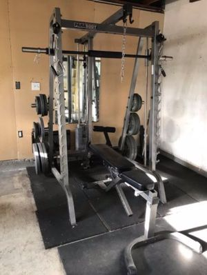 PARABODY 888109 strength smith machine with bench for Sale in Cypress, CA