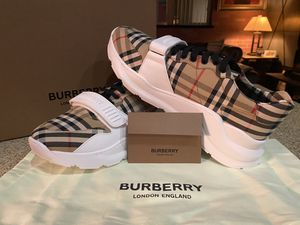 BURBERRY MENS TRAINER for Sale in Los Angeles, CA