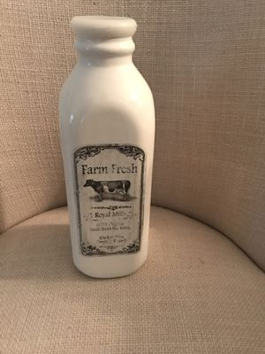 Adorable decorative milk ceramic bottle. Adorable for any kitchen. for Sale in Pembroke Pines, FL