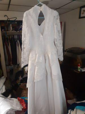 Wedding dress size 8 for Sale in San Antonio, TX