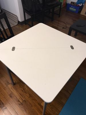 Dining table for Sale in Pittsburgh, PA