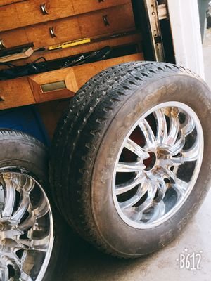 Like New tires. Great rims size 22 for Sale in Modesto, CA