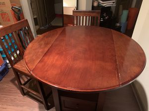 Wood dinette set w/ 2 chairs for Sale in Houston, TX