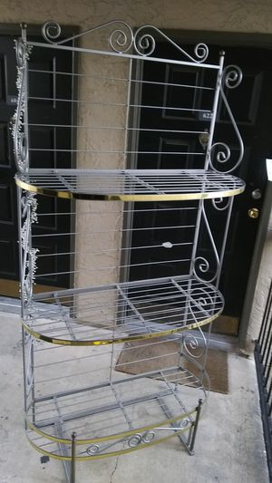 MORECRAFT BAKER RACK IN NEW CONDITION. SUPER BEAUTIFUL for Sale in Dallas, TX