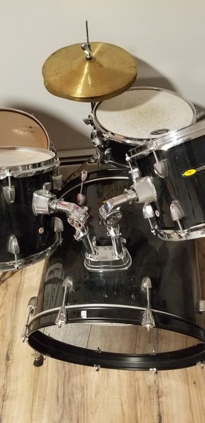 5 piece drum kit for Sale in Providence, RI