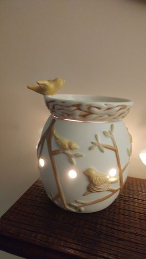 SCENTSY Warmer with birds for Sale in Mount Weather, VA