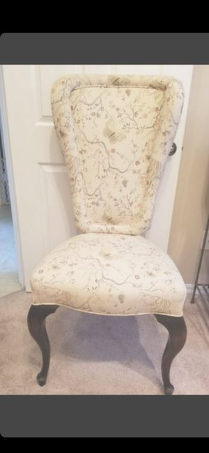 ANTIQUE CHAIR GREAT CONDITION for Sale in Delray Beach, FL