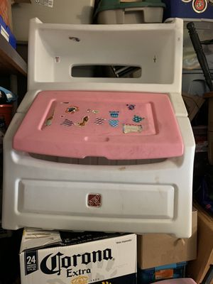 Toy chest. for Sale in Rancho Cucamonga, CA