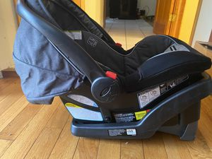 Car Seat with Holder - snugride snuglock for Sale in New York, NY