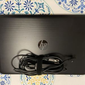 HP - 15.6 laptop - intel core i3 - 8GB memory —touch screen-textured linear gradient grooves in black for Sale in Hollywood, FL