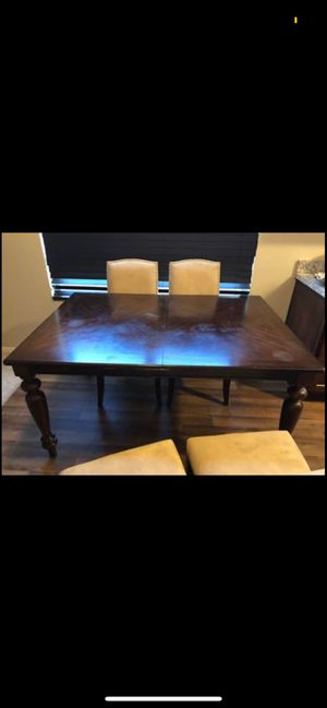 4 chair dinning table for Sale in Oklahoma City, OK