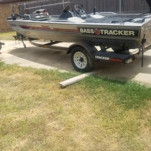 Trailer for Tracker bass boat 17 feet for Sale in Killeen, TX