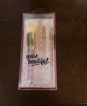 New in box crystal makeup brushes for Sale in Johnston, RI