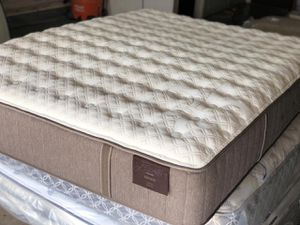 MATTRESS KING STEARNS&FOSTER for Sale in Dallas, TX