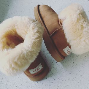 Like New Kids Girls Size 1 UGG Winter Boots in Chestnut for Sale in Lombard, IL