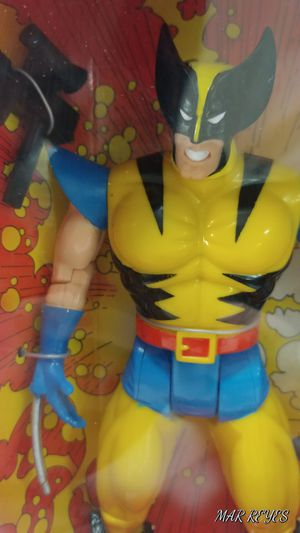 "X-MEN ""WOLVERINE"" 10 inch figure by Toy Biz in Yellow suit for Sale in Queens, NY"