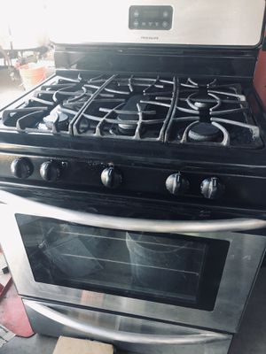 FRIGDAIRE Gas five burner gas stove for Sale in San Diego, CA