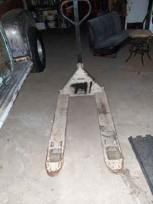 Crown , pallet jack for Sale in Oak Glen, CA