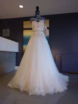 Ivory gold flowy wedding gown dress size 6 for Sale in Alexandria, VA