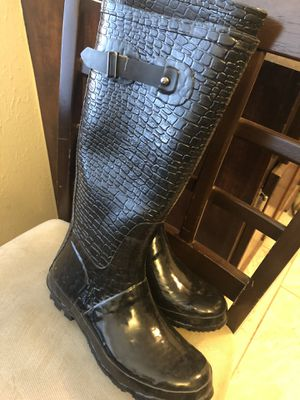 Women's size 7 snow or rain boots for Sale in Oklahoma City, OK