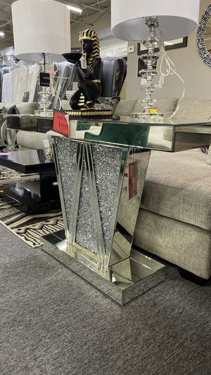 NEW AND TRENDING Mirrored Console Table with Jewels that Shine Bright YPKU9 for Sale in Euless, TX